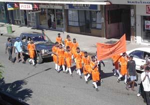 ホーリーのパレード