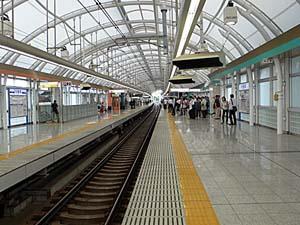 京成日暮里駅ホーム