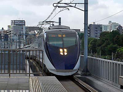 京成 成田スカイアクセス 日暮里駅から見た新型スカイライナー