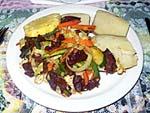 夕食 1日目 肉野菜炒めと蒸しジャガイモ