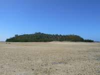 裏にあるXubulau島