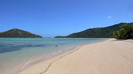 マタザワレブ島のロングビーチ