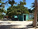 ロングビーチの食堂棟兼事務所