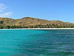 ナズラ島のビーチを沖から望む