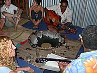 カバの儀式でゲストをもてなす。