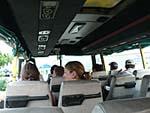 オーサムアドベンチャーの送迎バスの中