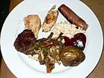 メルキュールナンディのバーベキューナイトの食事1:魚や肉のバーベキュー