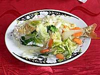 ラウトカの大衆食堂飯:魚のロロ