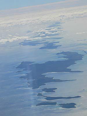 機上から見下ろしたヤサワ諸島
