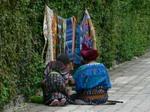 サントカタリーナパロポの路上では織物をしている人を見られる