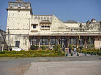 宮殿内のホテル Sheeeh Mahal入り口