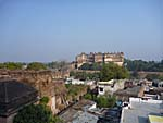 宮殿をチャトルサージ寺院から眺める