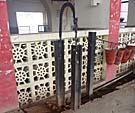 ホームの鐘は線路とボルトを利用した手作り品。