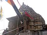 お隣のヒンドゥ寺院の外観