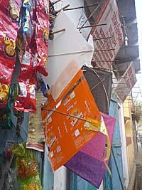 雑貨屋で売っている手作りの凧