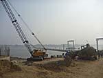 隣に巨大な自動車用橋梁建設中2