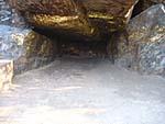 霊鷲山の洞窟に灯りが灯っていた