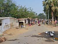 スジャータ村の外れにある立派すぎる家