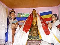 スジャータと仏陀の像