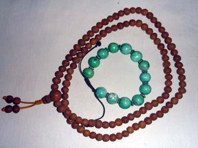ブッダガヤで購入した数珠と骨董品のトルコ石ブレス