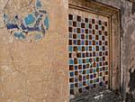 宮殿の壁に残ったタイル装飾