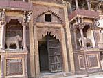 ジャハンギールマハル裏門の彫刻