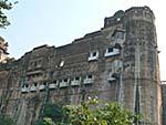 宮殿内のホテル Sheeeh Mahalレストランと客室周りだけ改装してある。