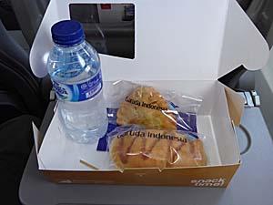 ガルーダインドネシア航空 アンボン-ラングール 機内食の中身