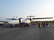 ケイ・クチル島 ラングール空港に着いた飛行機