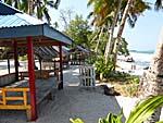 ビーチに並ぶ小屋