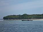 ER島で海藻の手入れをする漁師さん