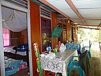 デリマコテージのテラスと部屋
