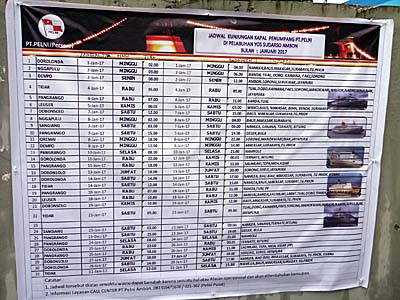 アンボンのペルニ社の前に張り出された運航スケジュール表