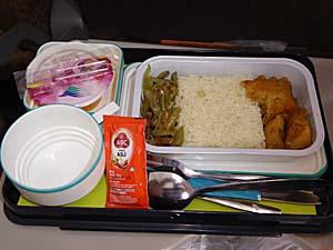 ガルーダインドネシア航空 アンボン-ジャカルタ 機内食の中身 アヤム