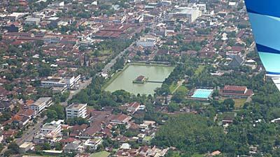ガルーダ機上から見下ろしたマタラムの街