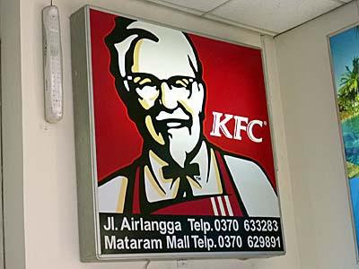ロンボク島のアンペナン空港内にあったKFCの看板