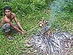 鶏肉を直火で焼く:アヤムバカール