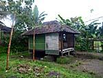養殖担当のお兄さんが住んでると思われる小屋。