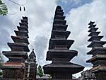 メル寺院の仏塔
