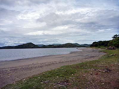 スコトン半島からギリ・アサハンへの迎えの船を待っていた海岸。