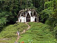葉の十字架の神殿