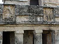 フレスコ画の神殿。