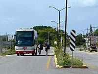ADOのバスがコバ遺跡前をぐるっと回るバス