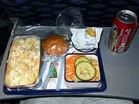 メキシコシティ-ロサンゼルス間機内食:チーズパスタ
