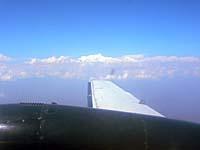 イエティ航空 機内窓の外に山がくっきりと見える