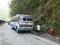 バスを停車して途中休憩
