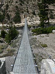 チョコパニ村側からトゥクチェ側に渡る橋