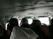 乗り合いジープの車内