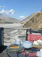 カグベニの北端のカフェでお茶