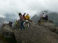 ワイナピチュの頂上は混雑エリア